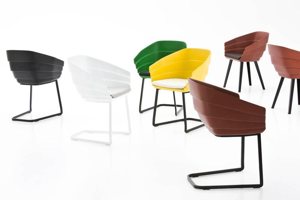Scopri sedia rift cantilever nero base nero di moroso made in design italia - Sedia cantilever ...
