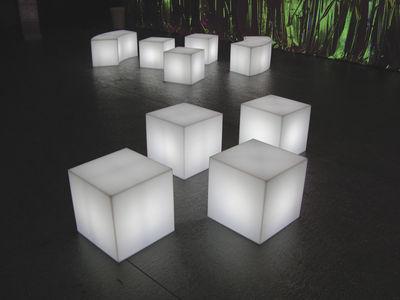 Scopri lampada da tavolo cubo outdoor led sanza fili x