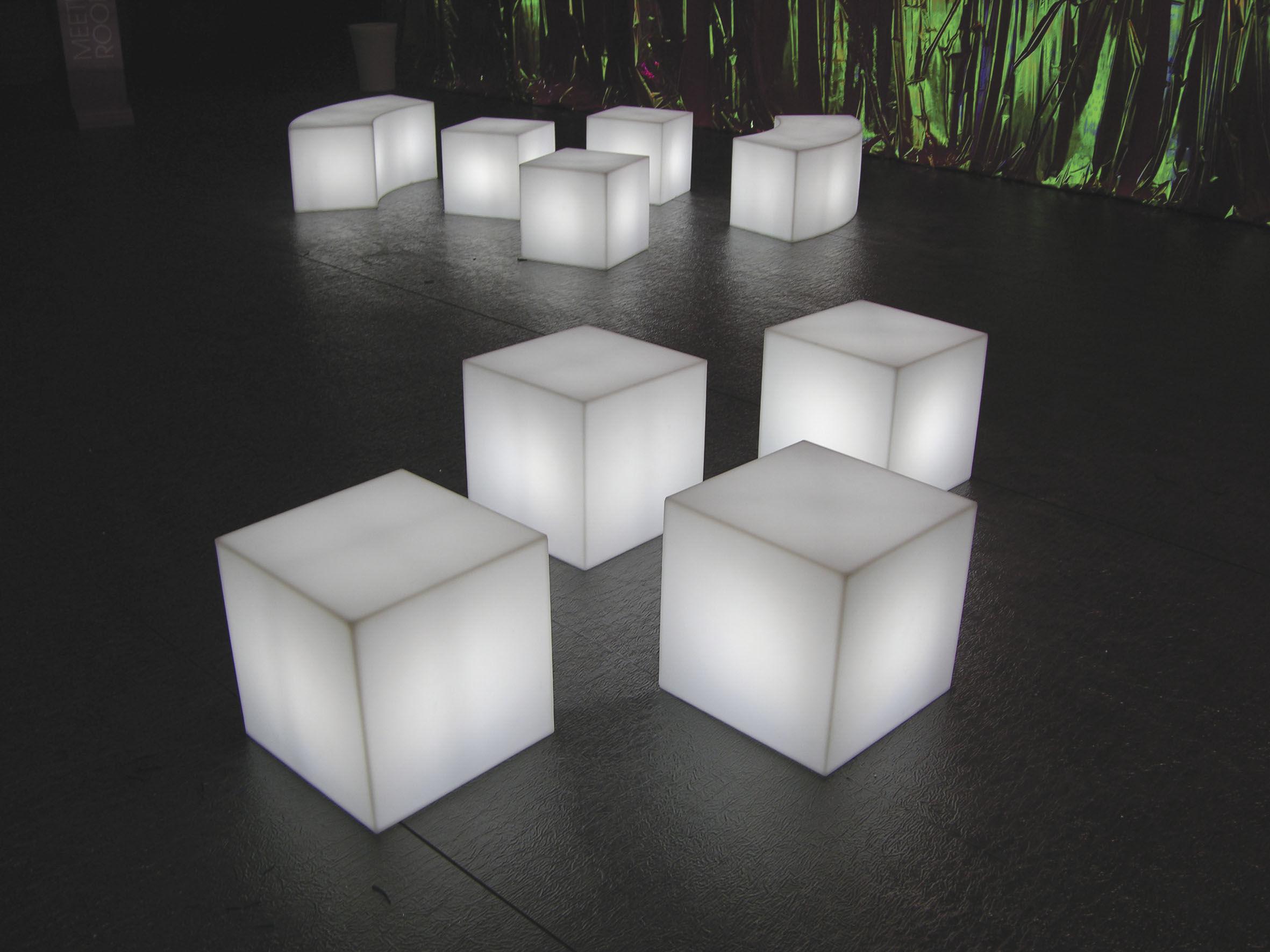 Scopri lampada da tavolo cubo outdoor led sanza fili 25 x 25 x 25