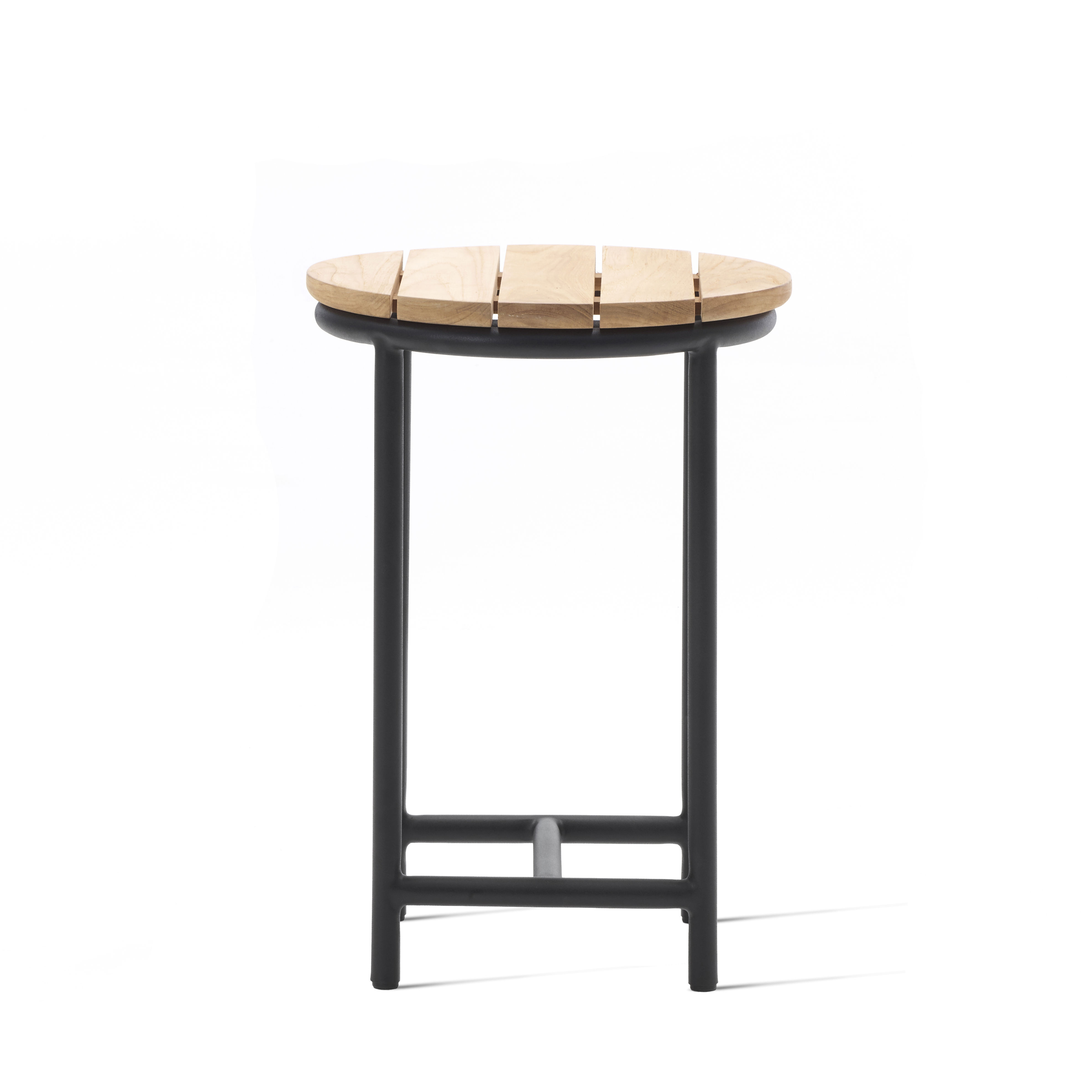 Mobilier - Tables basses - Table d'appoint Wicked / Ø 37 cm - Teck - Vincent Sheppard - Teck / Noir - Aluminium thermolaqué, Teck massif