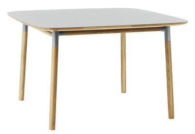 Arredamento - Tavoli - Tavolo quadrato Form - / 120 x 120 cm di Normann Copenhagen - Grigio / rovere - Linoleum, Polipropilene, Rovere