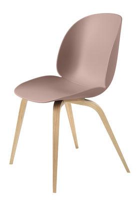 Mobilier - Chaises, fauteuils de salle à manger - Chaise Beetle / Gamfratesi - Pieds chêne - Gubi - Rose / Pieds chêne naturel - Chêne massif, Polypropylène