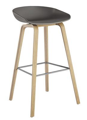 Mobilier - Tabourets de bar - Tabouret de bar About a stool AAS 32 / H 75 cm - Plastique & pieds bois - Hay - Gris / Pieds chêne savonné mat /  Repose pieds acier - Chêne laqué, Polypropylène