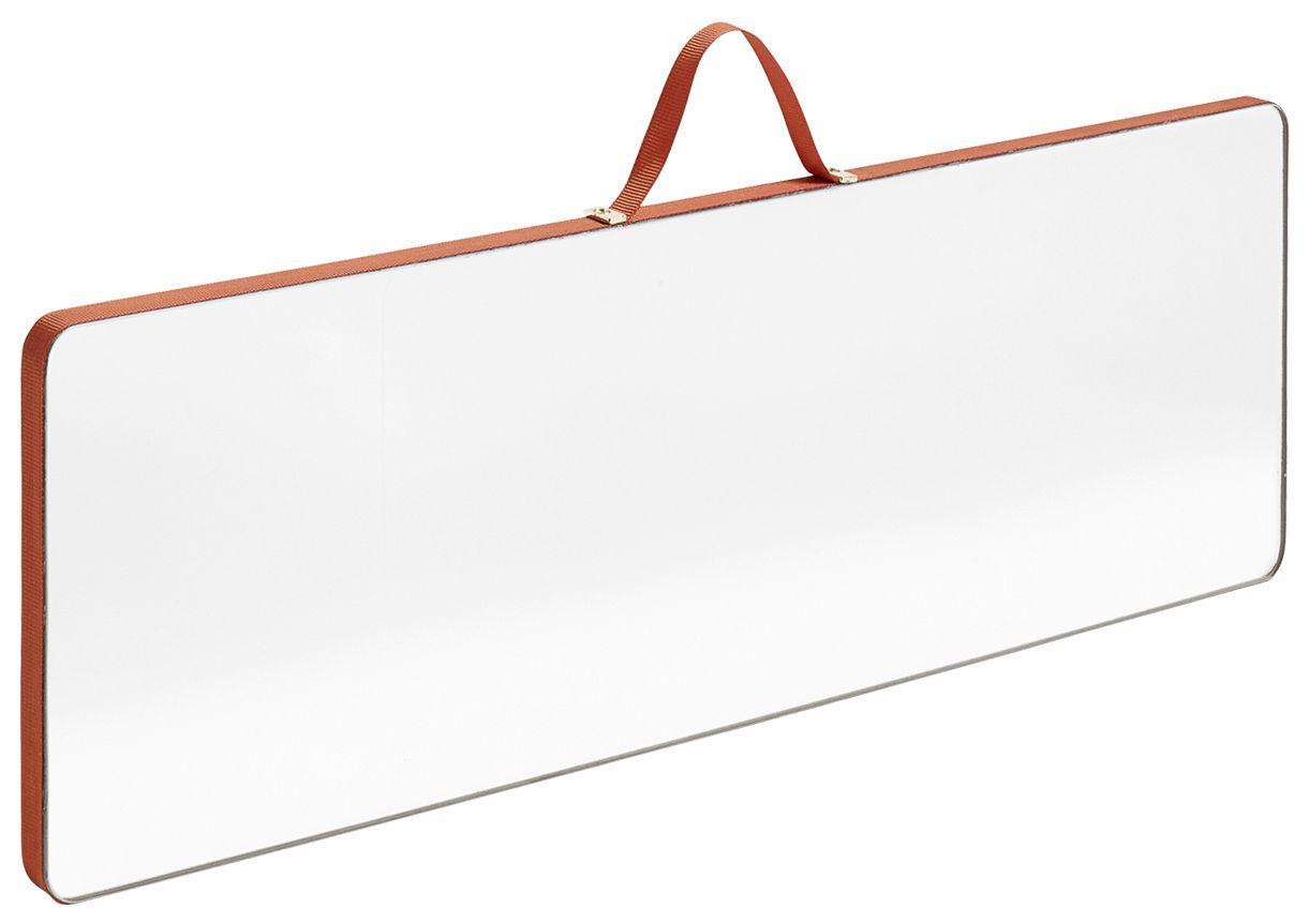 Déco - Miroirs - Miroir mural Ruban Large / Rectangle - L 43,5 x H 13,5 cm - Hay - Rouge - Laiton, Plaquage chêne, Polyester, Verre