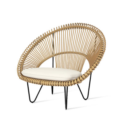 Möbel - Lounge Sessel - Roy Cocoon Sessel / Handgefertigtes Polyethylenkorbgeflecht - Vincent Sheppard - Camel / Kissen weiß - Aluminium, Gewebe, Polyethylengeflecht, Schaumstoff, Stahl