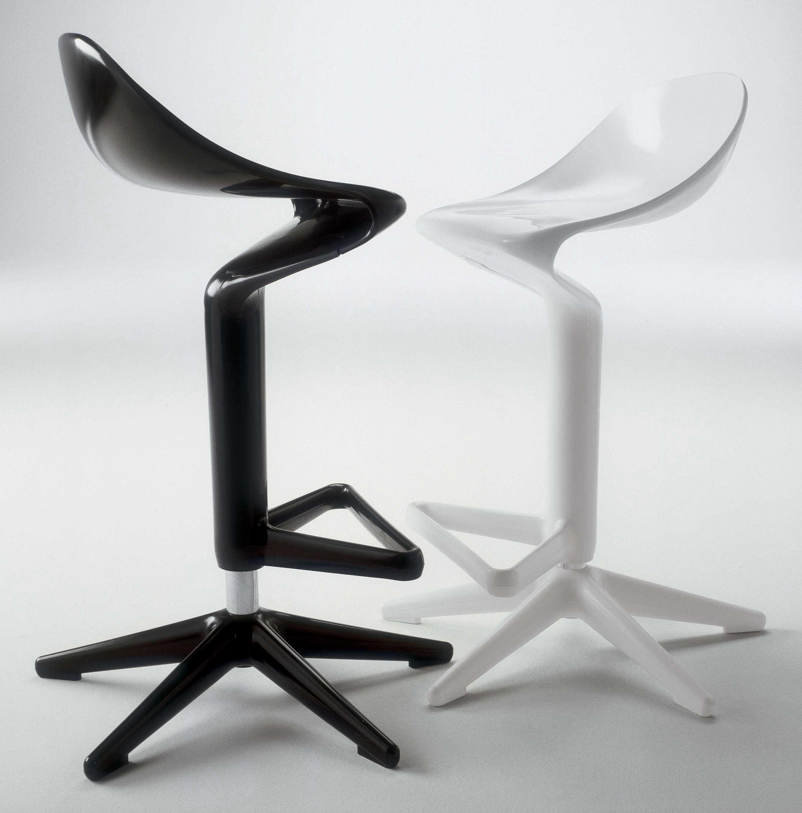 Scopri Sgabello alto Spoon, Arancione di Kartell, Made In Design Italia