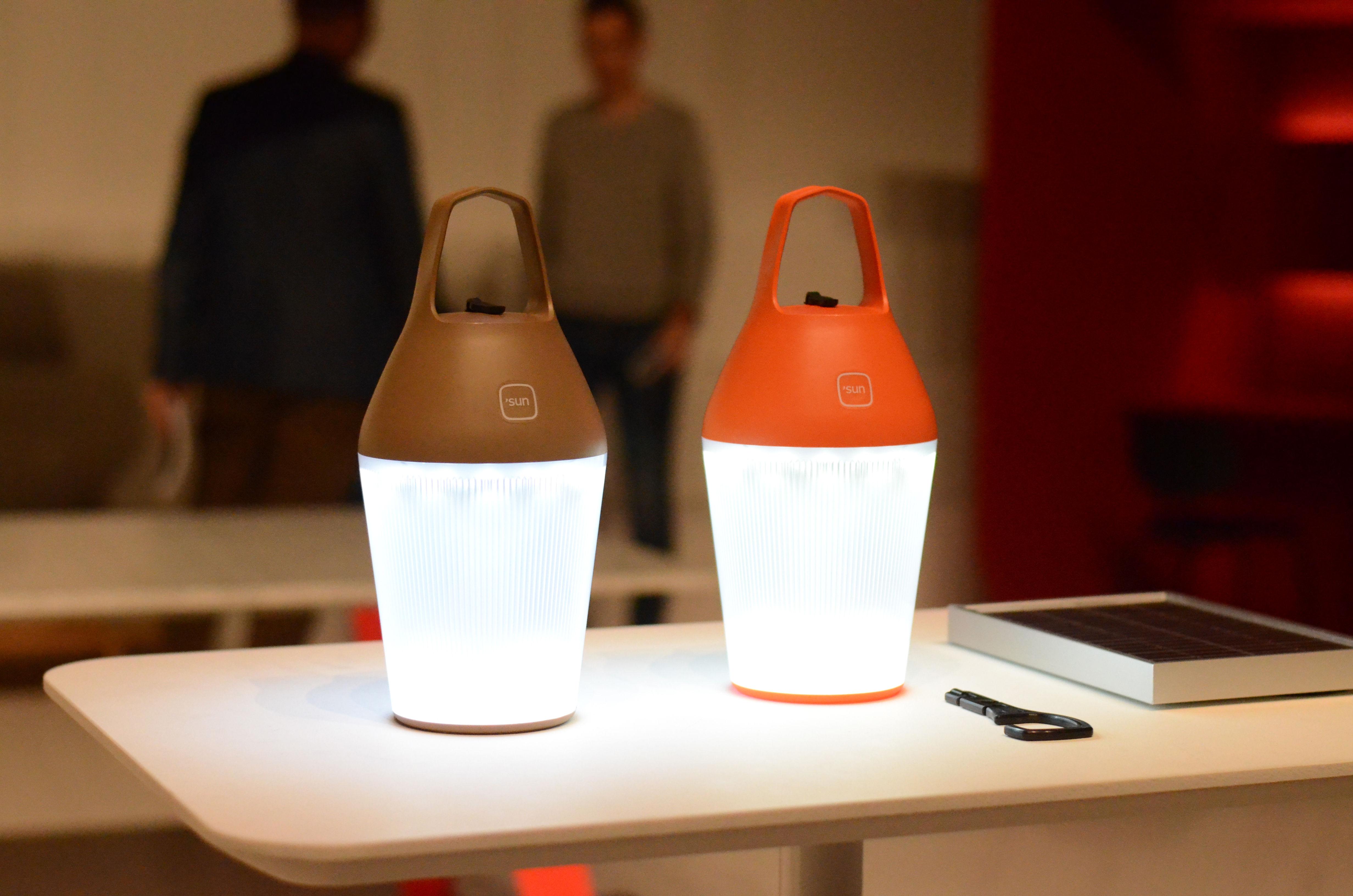 Scopri lampada senza fili nomad ricarica tramite elettricità ambre