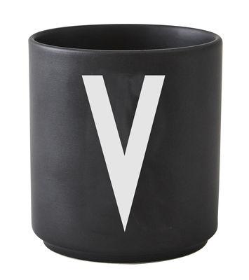 Mug Arne Jacobsen / Porcelaine - Lettre V - Design Letters noir en céramique