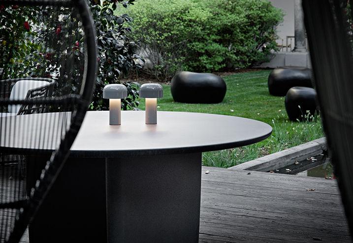 Bellhop lampada da tavolo wireless ricarica usb by flos