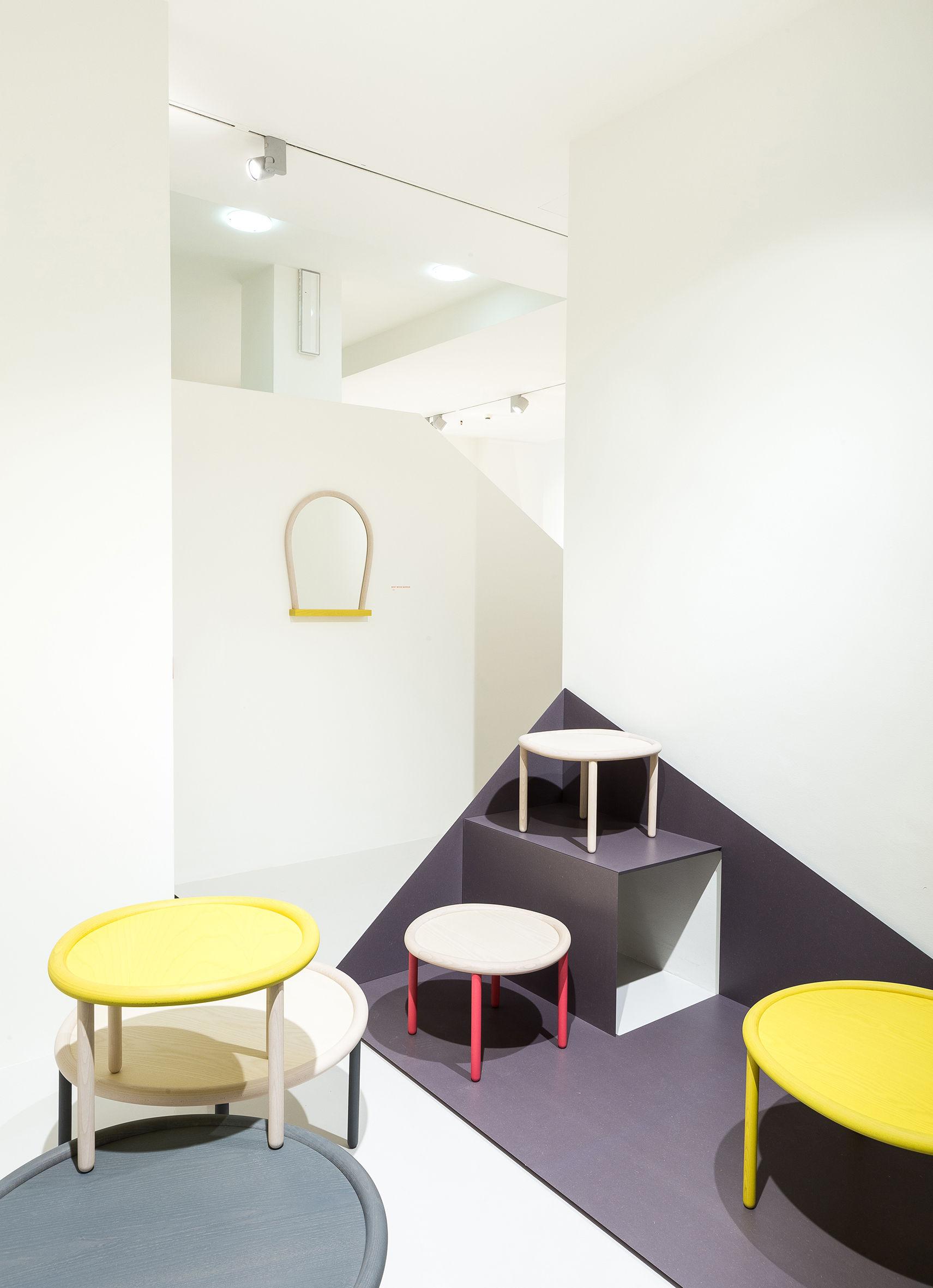 table basse serve hay plateau jaune pieds bois naturel. Black Bedroom Furniture Sets. Home Design Ideas